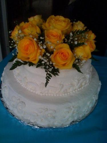 2 layer wedding cake with roses